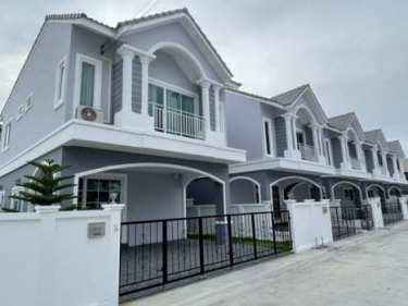 บ้านอิสระ & บ้านแฝด บ้านอัจฉริยะฟังก์ชั่นบ้านเดี่ยว กว้างกว่า สมาร์ทกว่า ทำเลน่าอยู่ที่สุดในศรีราชา